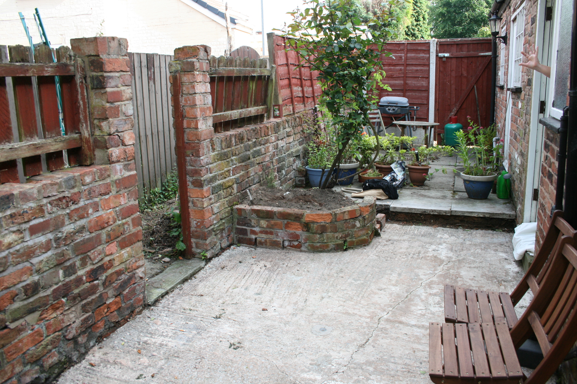 small garden space makeover | MOREGEOUS : Making Homes More Than ...