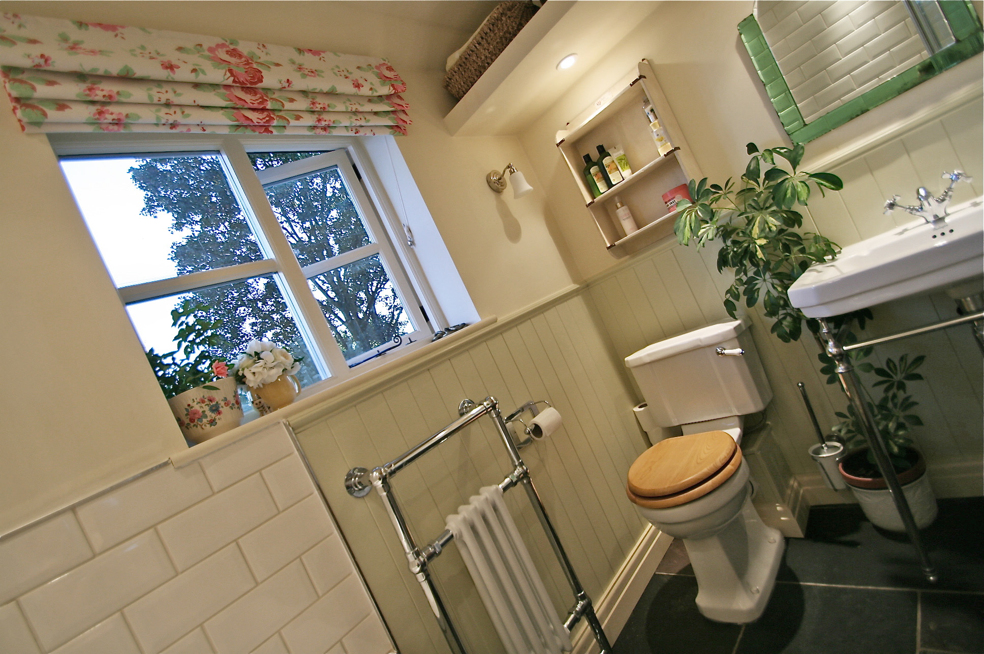 How to create a cute & compact period cottage bathroom – THE ...