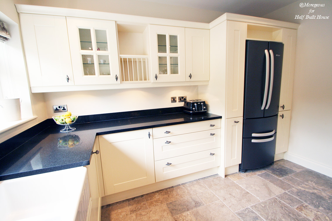 Hbh eastbourne an english shaker cream kitchen with a for Cream kitchen cupboards