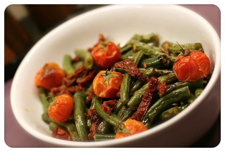 Green beans with sun-dried tomatoes & roasted cherry tomatoes