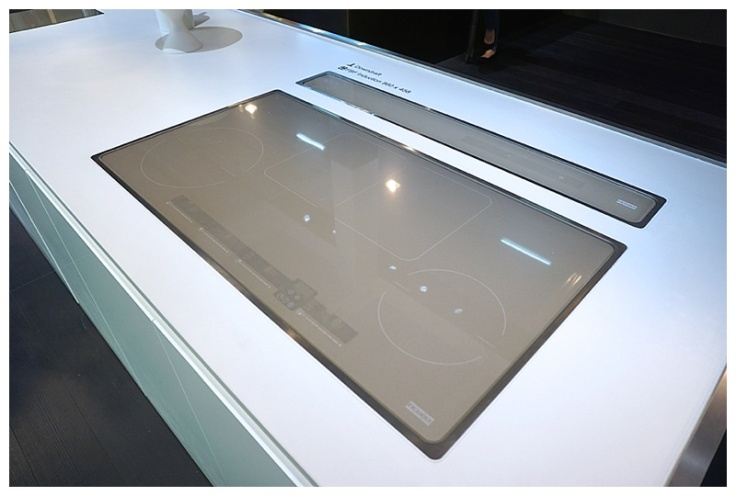 Moregeous at KBB 2016 Grey glass Franke induction hob