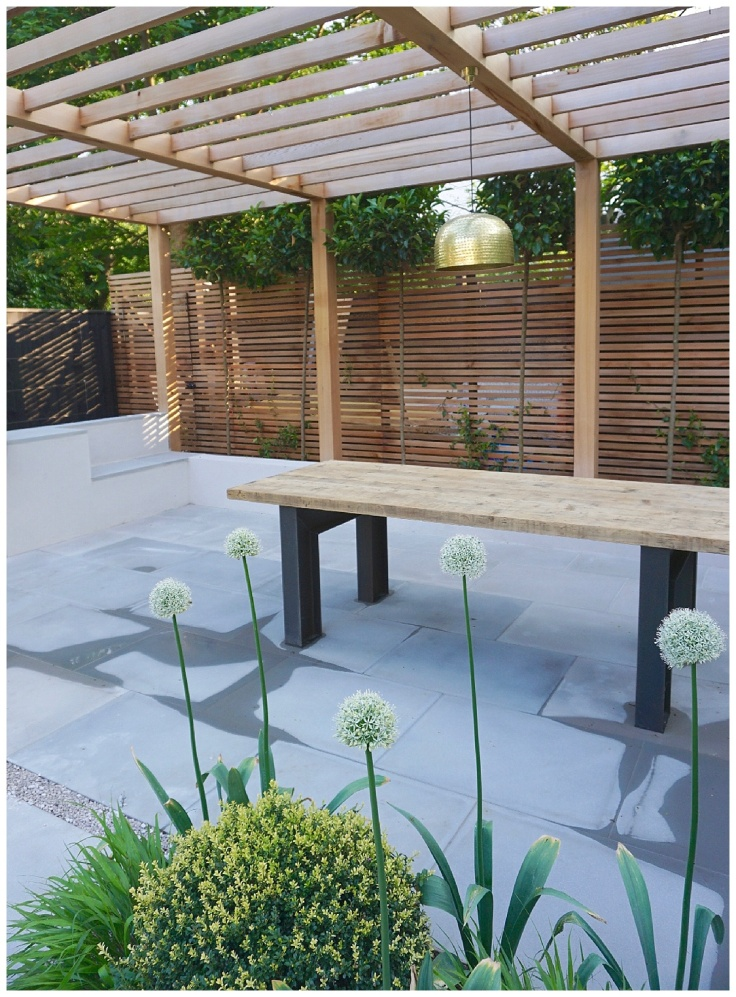 Contemporary pergola in timber in outside kitchen