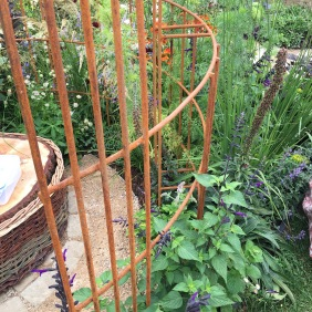 Design trend rust in garden
