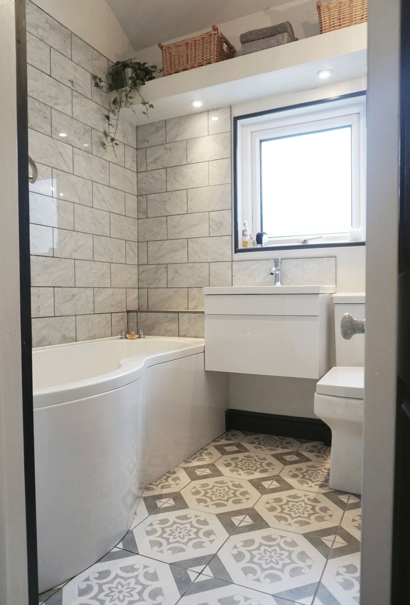 How To: Design & Style In A Small Bathroom - MAKE IT ...