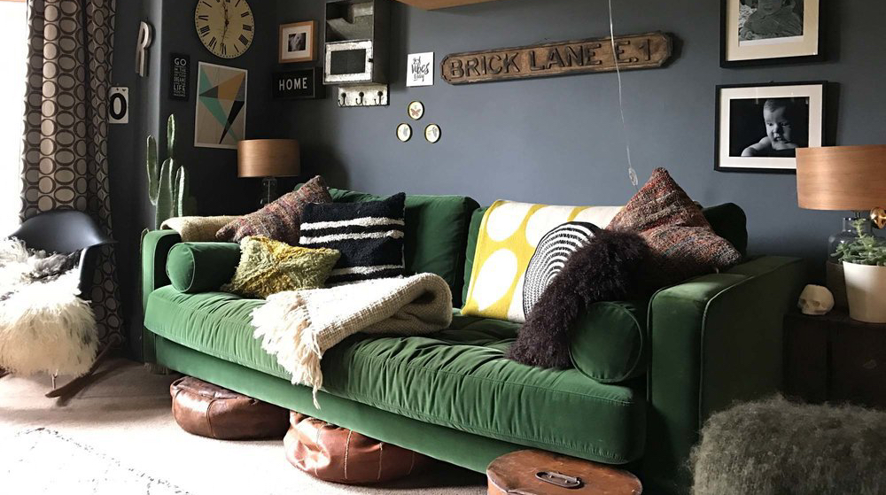 The+Girl+with+the+green+sofas+sitting+room+with+green+velvet+sofa
